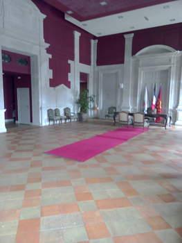 L'ancienne salle des pas perdus, devenue le salon d'honneur de l'Hôtel de Ville. Les mariages y sont célébrés, les réceptions, organisées.